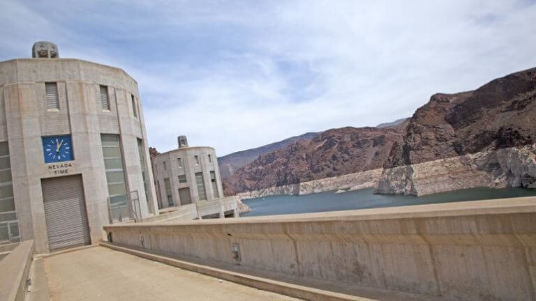 is hoover dam open for visitors