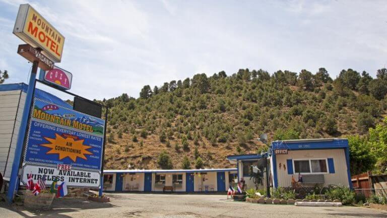 Cozy Mountain Motel