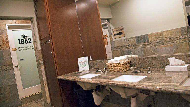 David Walley's Hot Springs Resort Bathroom