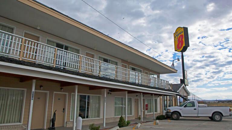 Super 8 Motel - Wells