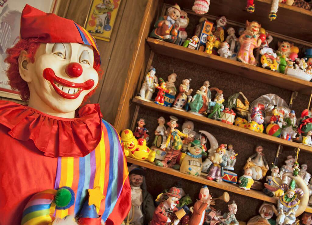 Weird Nevada, Haunted hotel, Clown Motel,